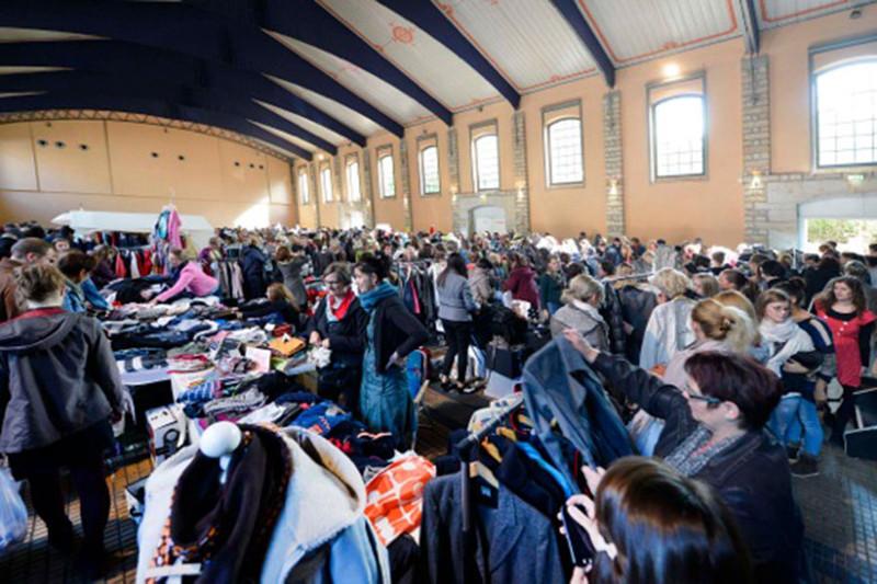 ladyfashion flohmarkt alle 150 st nde auf der messe ausgebucht menschen in dresden. Black Bedroom Furniture Sets. Home Design Ideas
