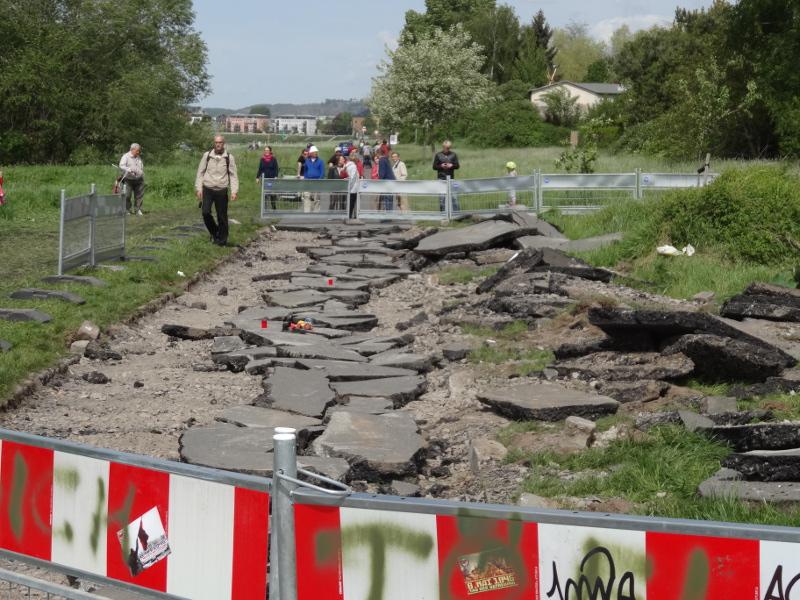 Elberadweg 0705 weggebaggert