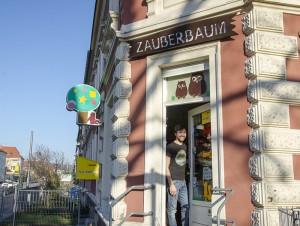 Sein Spielwarengeschäft ist das Schönste in Dresden, findet Oliver Tzschoppe. Foto: M. Arndt